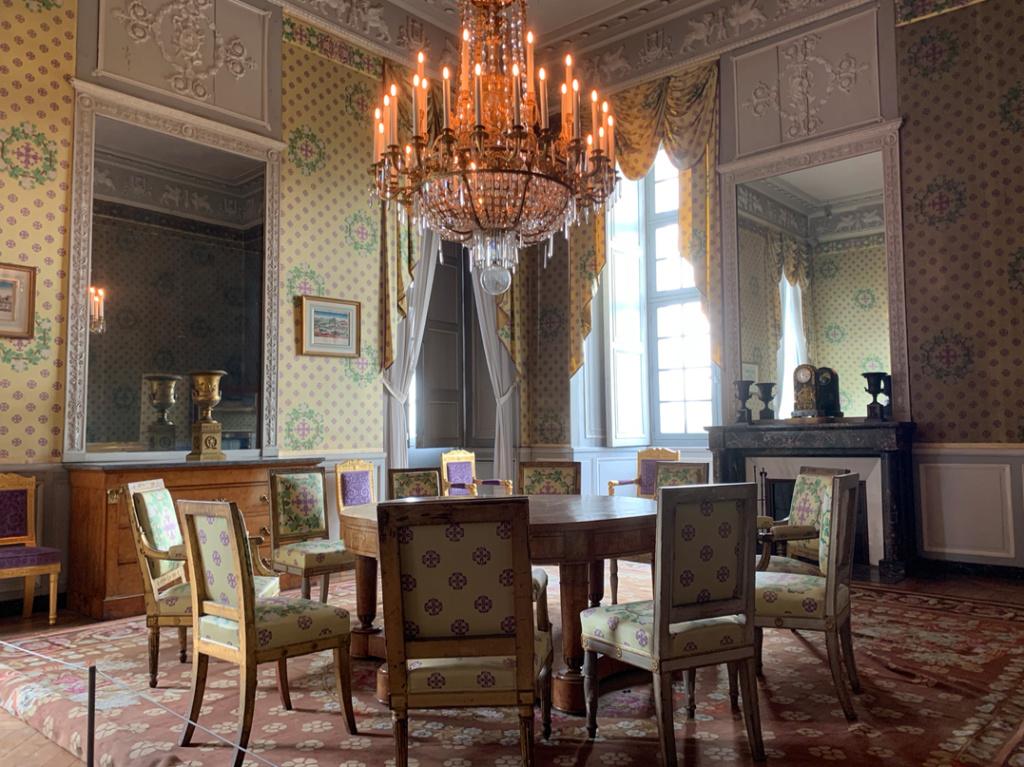 Le château de Maisons, résidence du comte d'Artois  - Page 2 Captu437