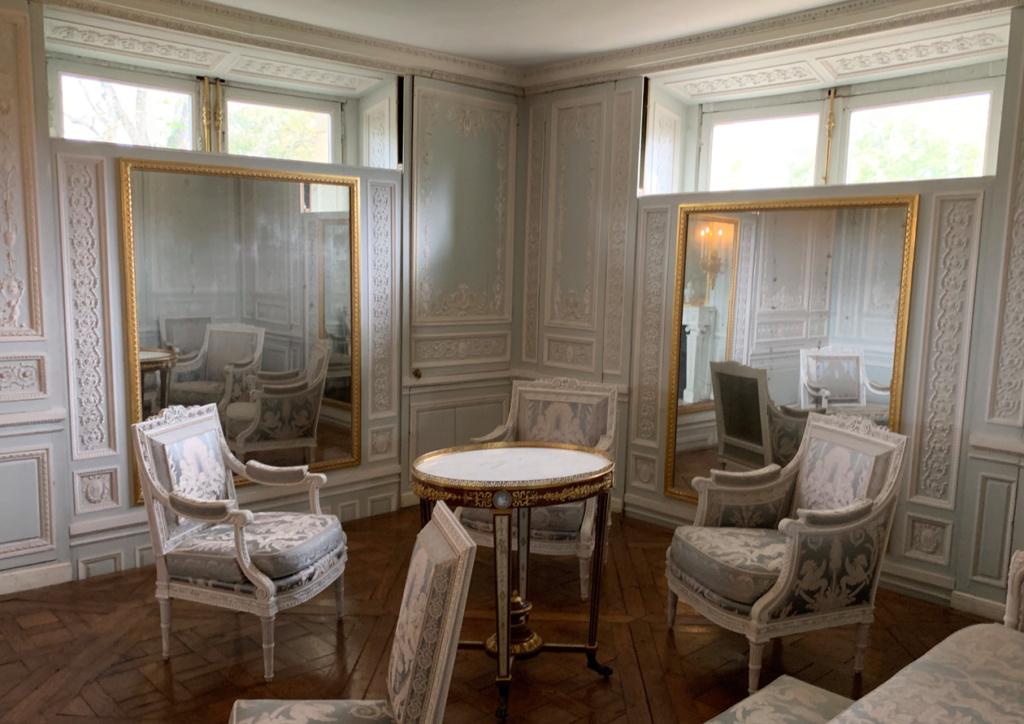 Boudoir ou Cabinet des glaces mouvantes au Petit Trianon Captu484