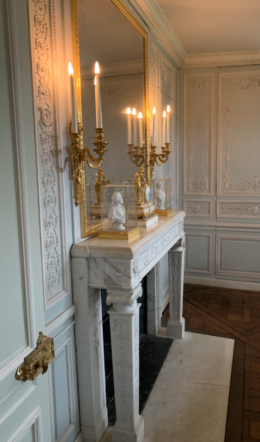 Boudoir ou Cabinet des glaces mouvantes au Petit Trianon Captu485