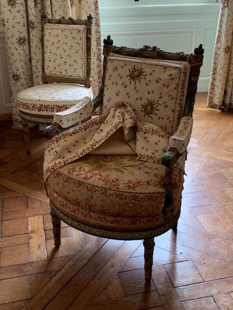 Trianon - La visite du Petit Trianon: La chambre de la Reine - Page 2 Captu504