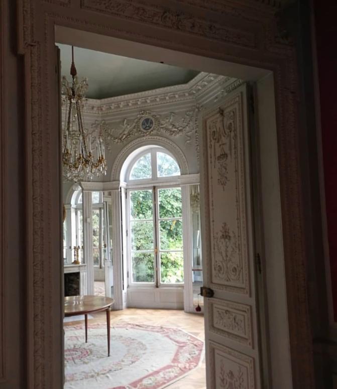 Le château de Montreuil et le pavillon de musique de Madame, comtesse de Provence - Page 2 Captu556