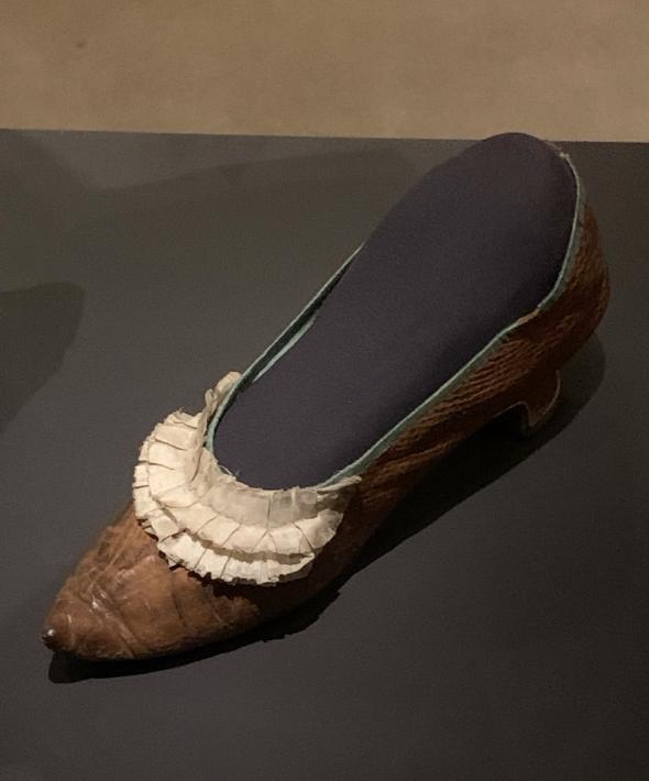 Exposition à la Conciergerie : Marie-Antoinette, métamorphoses d'une image  - Page 2 Captu598