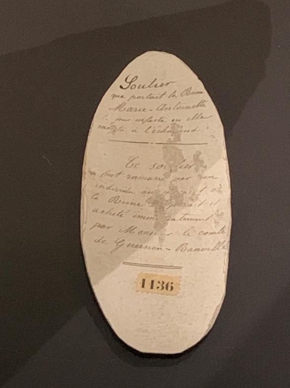 Exposition à la Conciergerie : Marie-Antoinette, métamorphoses d'une image  - Page 2 Captu599