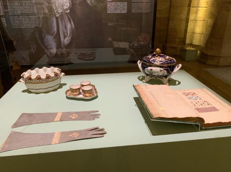 Exposition à la Conciergerie : Marie-Antoinette, métamorphoses d'une image  - Page 2 Captu617