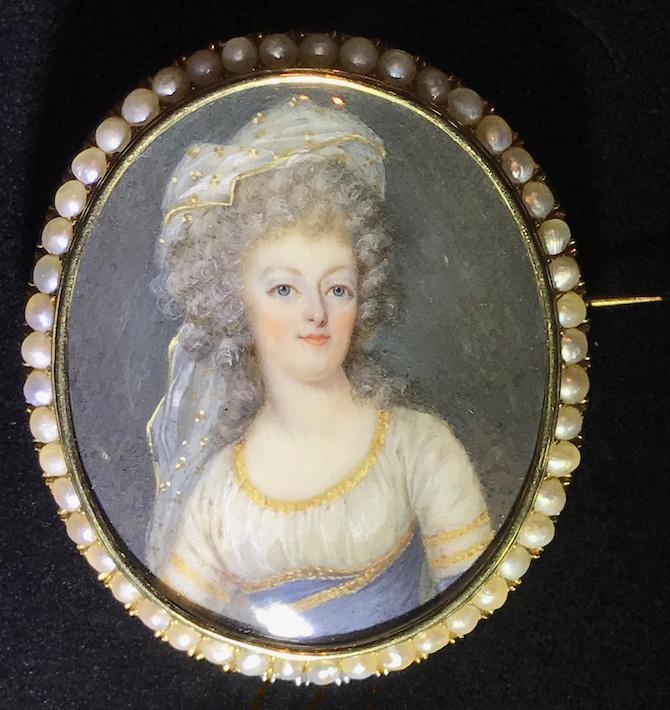 Divers portraits de Marie-Antoinette : miniatures du XVIIIe siècle (dont artistes non attribués) - Page 4 Captur42