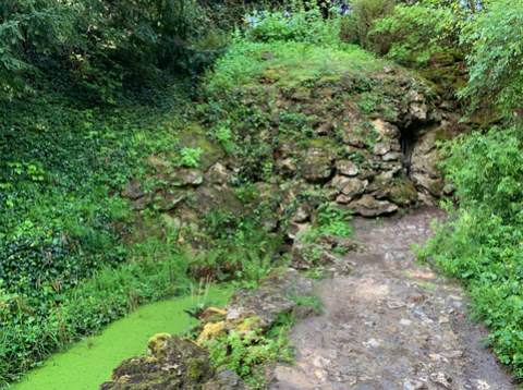 La grotte du Hameau de Marie-Antoinette
