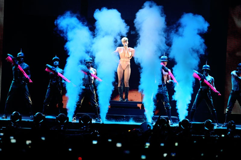 """Last girl on earth tour"" paris bercy 28/04/2010 Rihann59"