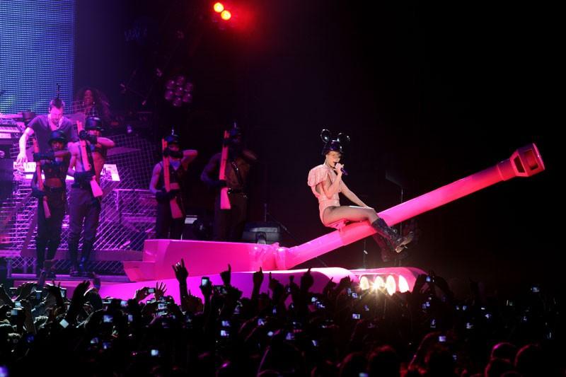 """Last girl on earth tour"" paris bercy 28/04/2010 Rihann62"