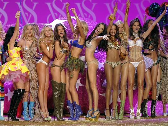 Victoria's Secret Fashion Show  003-pe10