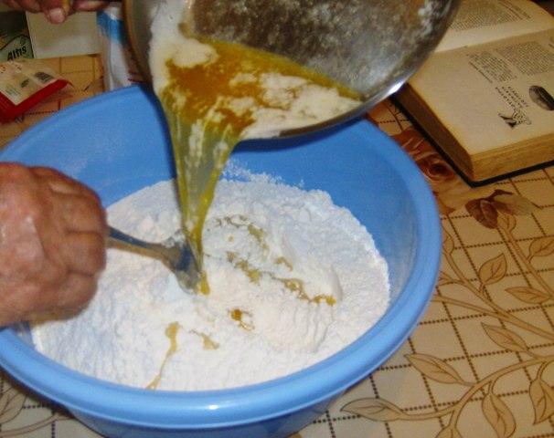 Με τα δυο χεράκια πλάθω κουλουράκια (by chef Manulaki)  Iie_0110