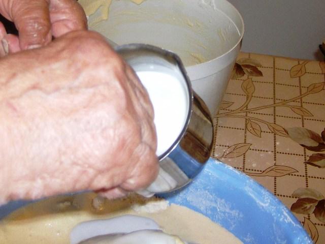 Με τα δυο χεράκια πλάθω κουλουράκια (by chef Manulaki)  Iie_0410
