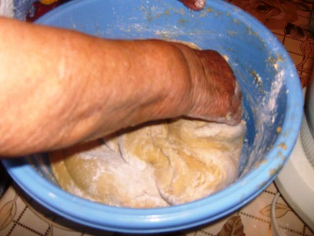 Με τα δυο χεράκια πλάθω κουλουράκια (by chef Manulaki)  Iie_0713