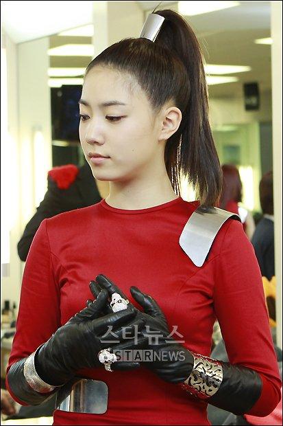 [NEWS] Primeira cirurgia de Hyoyoung é concluída após 4 horas, poderá estar fora por pelo menos cinco semanas. [10.11.16] Tn_12810