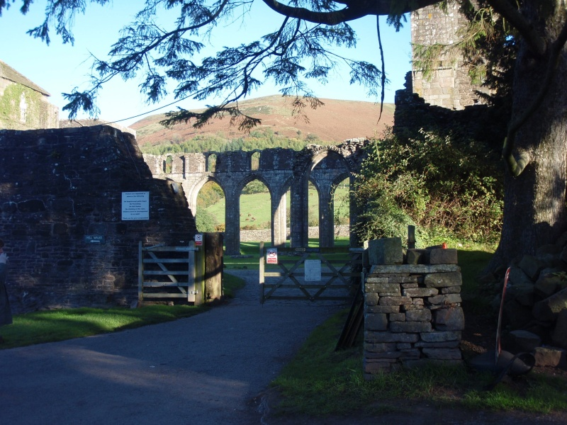 llanthony priory,abergavenny.at the foot of the skirrid mountain Llanth21