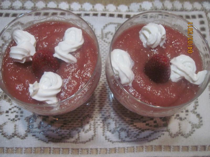 Coupes de Compote de  Pommes et de  Fraises Yaouts10