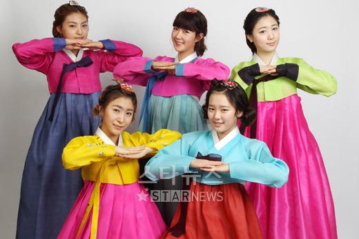 Les 5Dolls célébrent le Nouvel Ans Lunaire. 20110217
