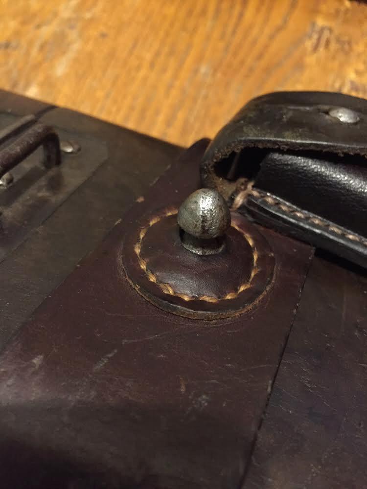 """Besoin info bouton """"pion"""" pour brelage cuir étui C 96 ?? 7a265310"""