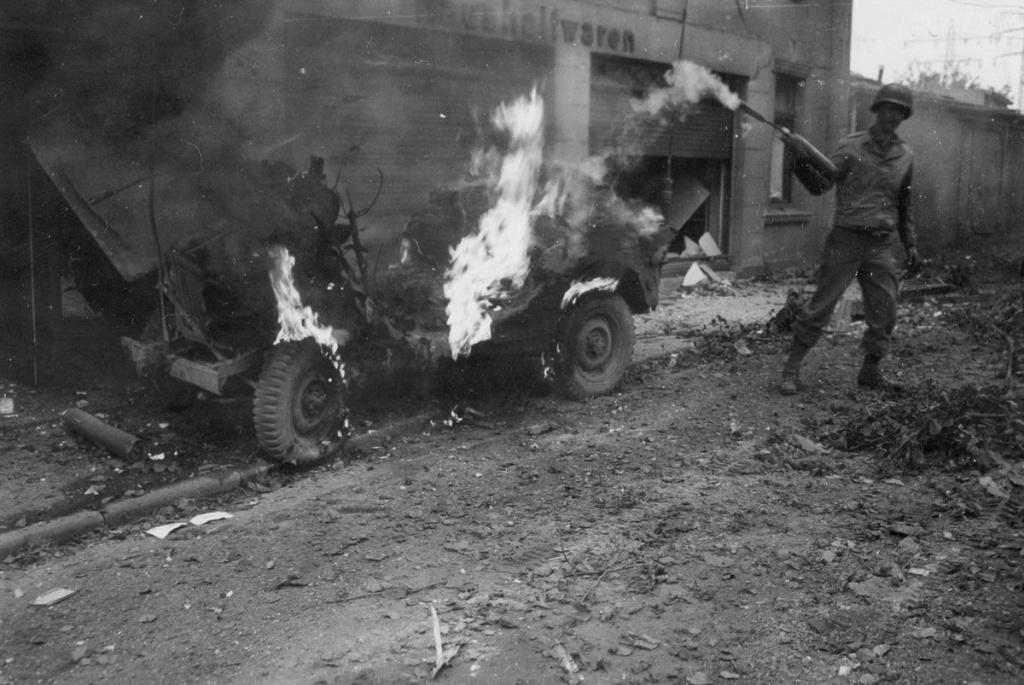 Diverses photos de la WWII - Page 2 101810