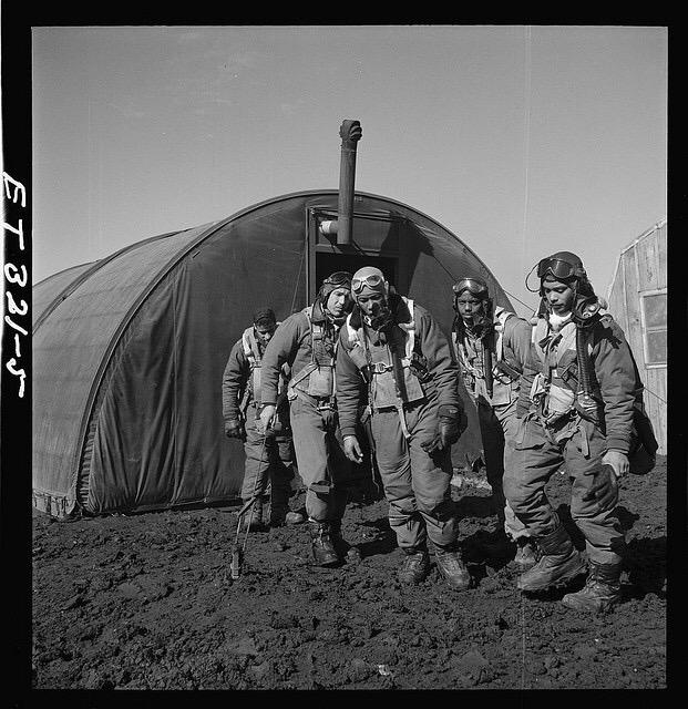 Diverses photos de la WWII - Page 38 101811