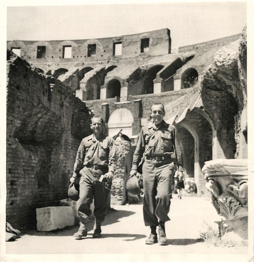 Diverses photos de la WWII - Page 38 101911