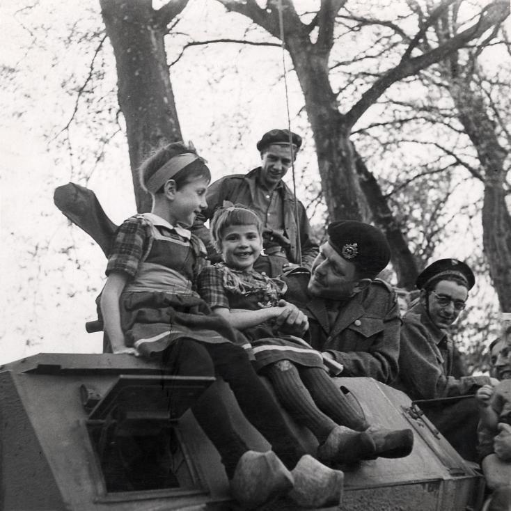 Diverses photos de la WWII - Page 38 102012