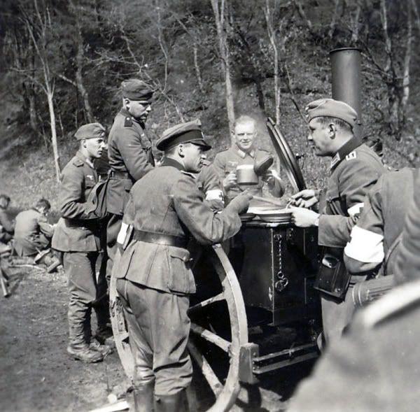 Diverses photos de la WWII - Page 38 102710