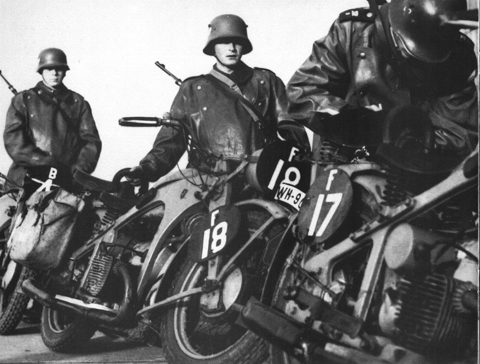 Diverses photos de la WWII - Page 4 10324