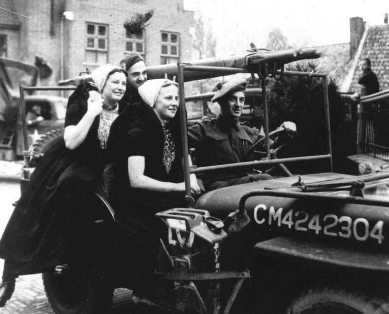 Diverses photos de la WWII - Page 37 104813