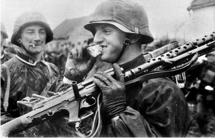 Diverses photos de la WWII - Page 39 105010