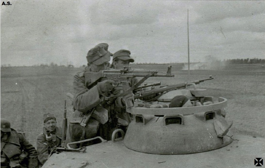 Diverses photos de la WWII - Page 4 10924