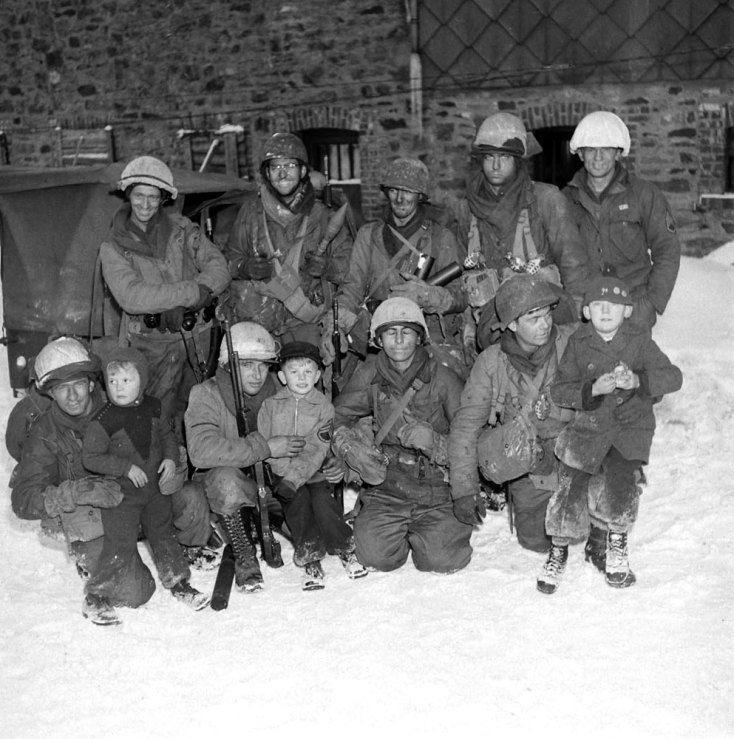 Diverses photos de la WWII - Page 40 12032