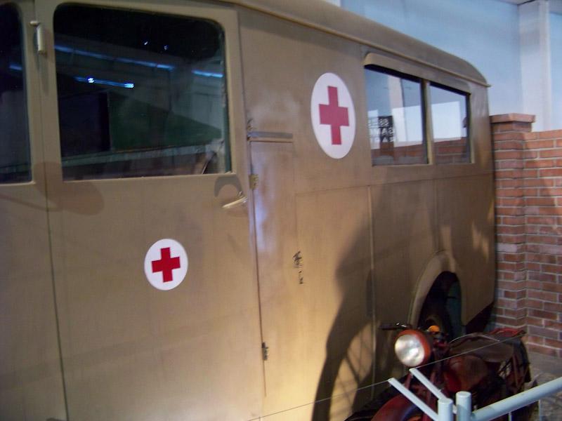 Véhicules sanitaires (ambulances) - Page 3 13340