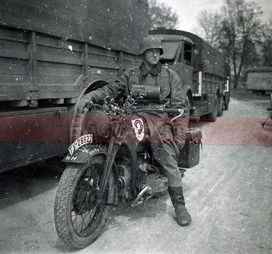 Diverses photos de la WWII - Page 4 15824
