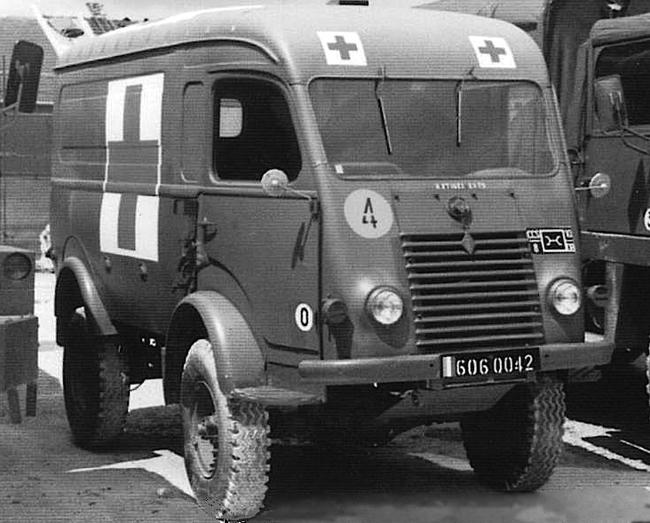 Véhicules sanitaires (ambulances) - Page 3 16335
