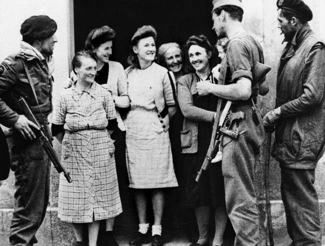 Diverses photos de la WWII - Page 6 17017