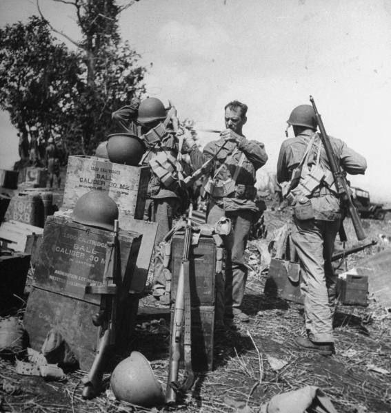 Diverses photos de la WWII - Page 4 18519