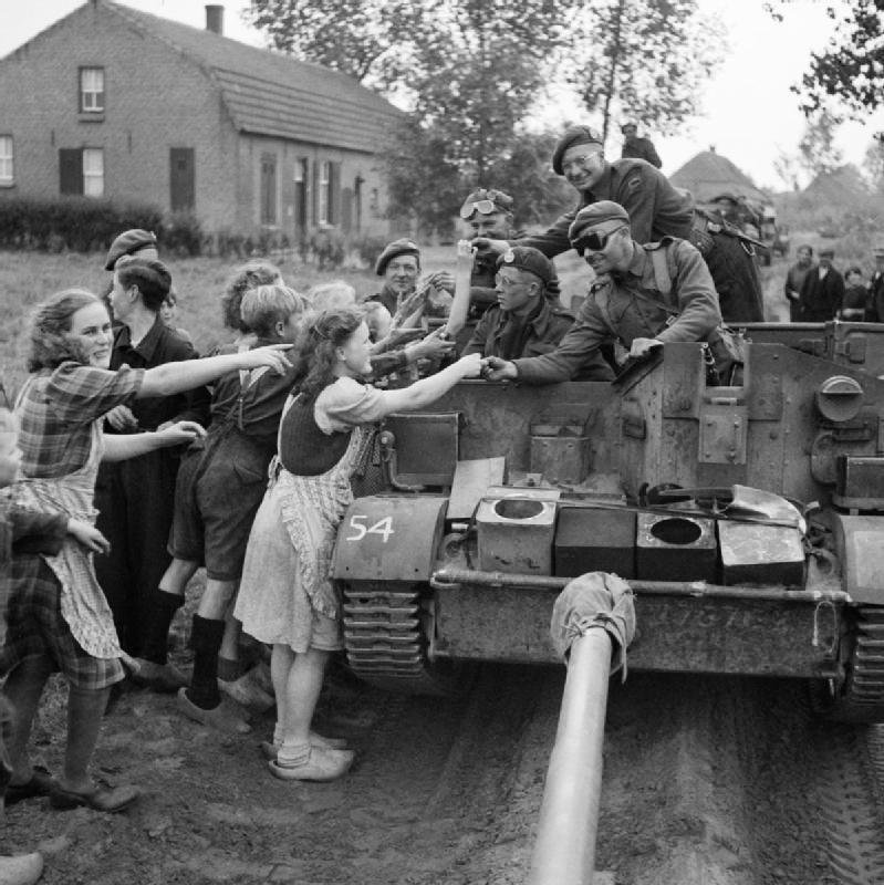 Diverses photos de la WWII - Page 2 1949