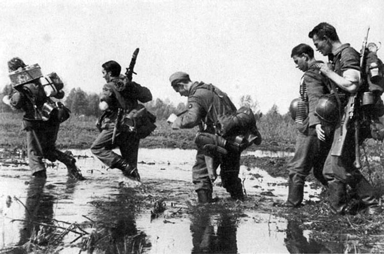 Diverses photos de la WWII - Page 3 21816