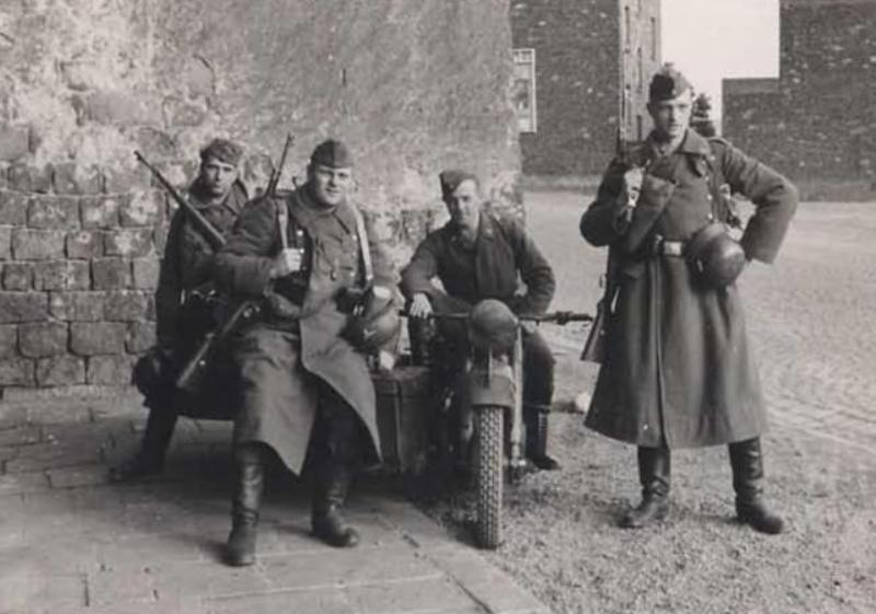Diverses photos de la WWII - Page 39 2241