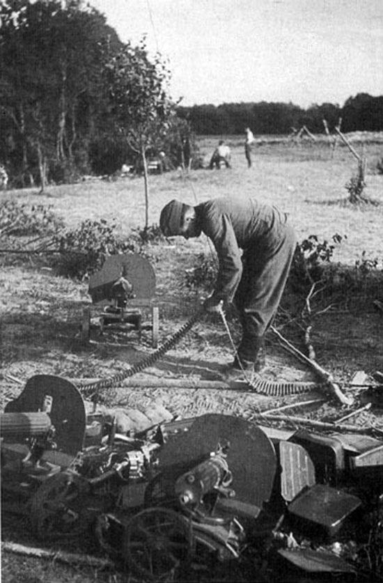 Diverses photos de la WWII - Page 4 23013