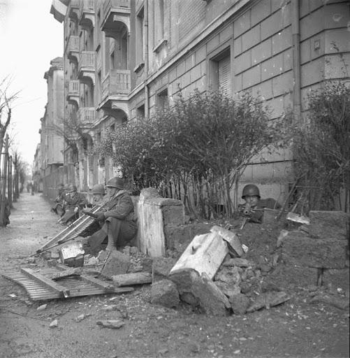 Diverses photos de la WWII - Page 37 24110