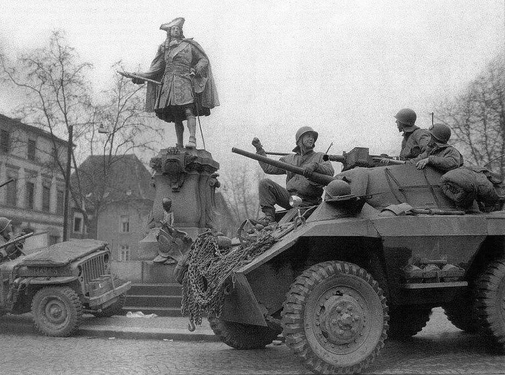 Diverses photos de la WWII - Page 4 24411