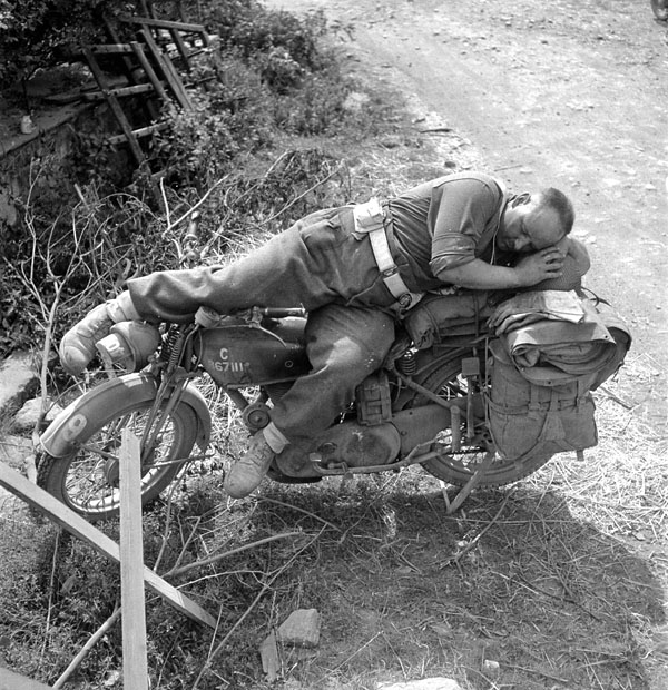 Diverses photos de la WWII - Page 4 25711