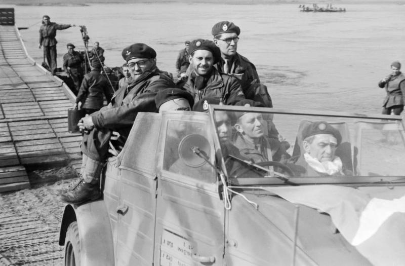 Diverses photos de la WWII - Page 4 25811