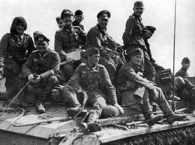 Diverses photos de la WWII - Page 4 26213