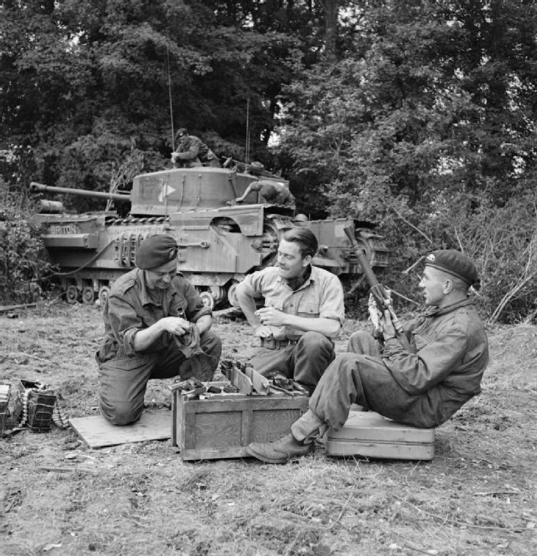 Diverses photos de la WWII - Page 4 26411