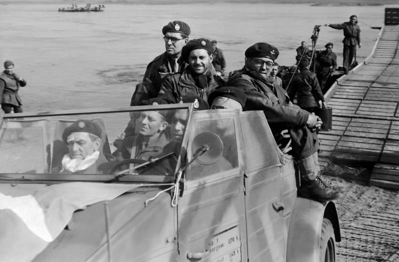 Diverses photos de la WWII - Page 4 26711