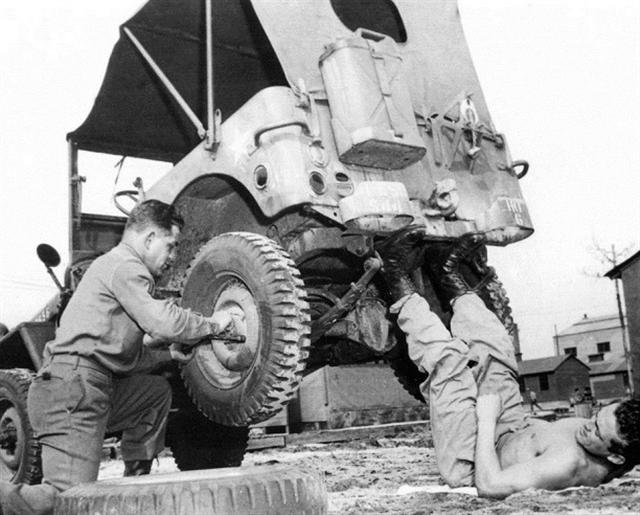 Diverses photos de la WWII - Page 4 27011