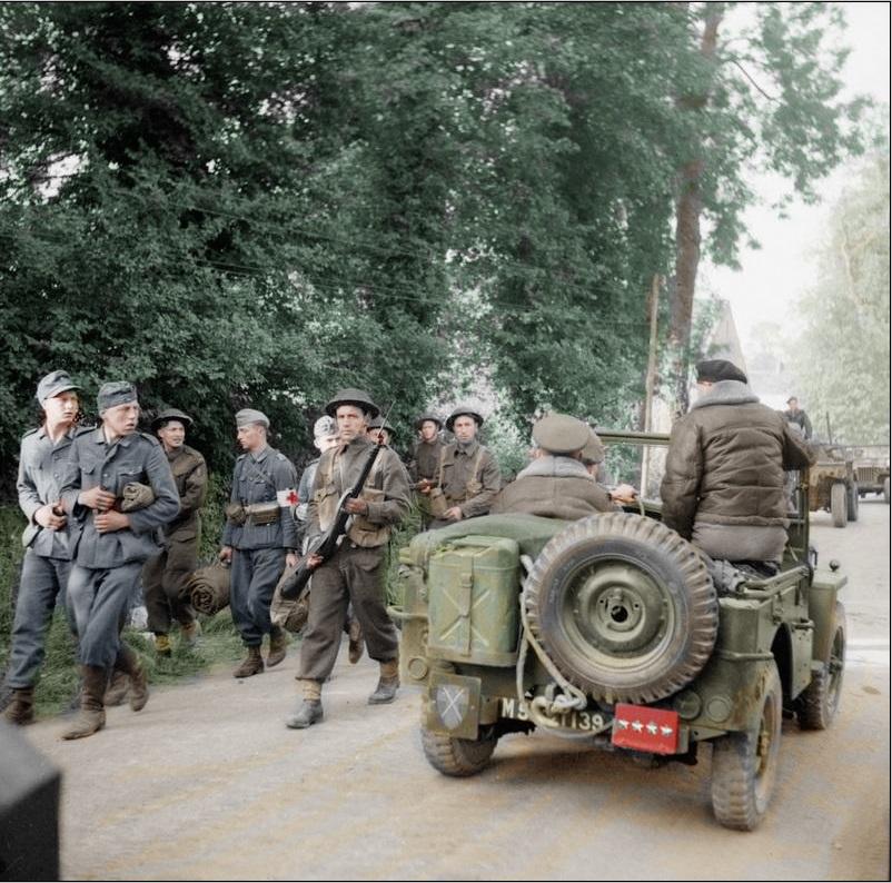 Diverses photos de la WWII - Page 4 27111