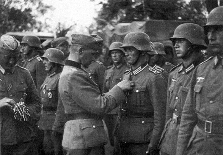 Diverses photos de la WWII - Page 4 27113